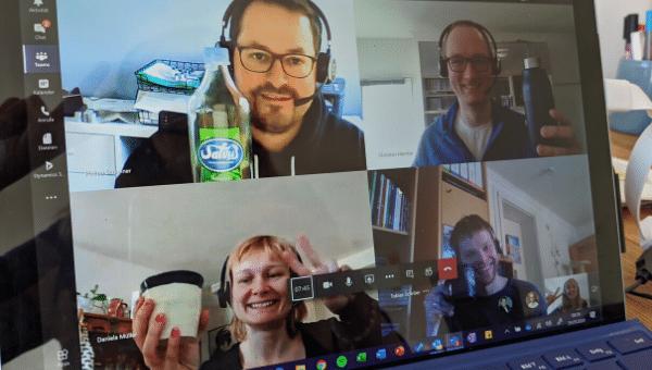 Virtuelles Café bei Remote-Arbeit und Homeoffice